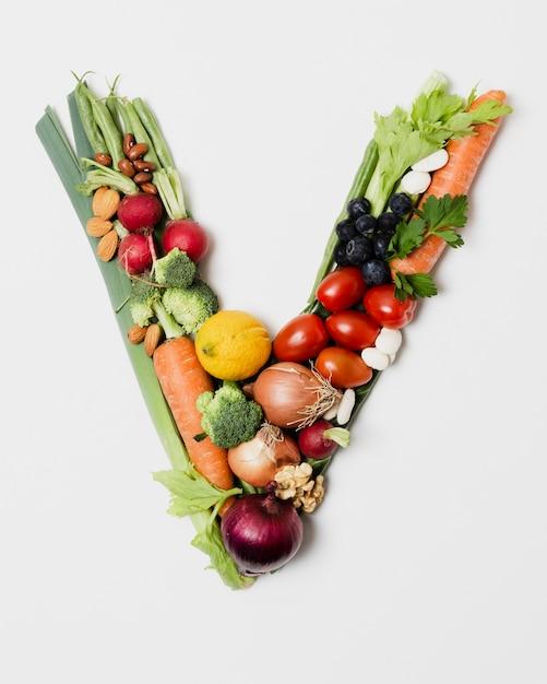 Arrangement de légumes en forme de v Photo gratuit