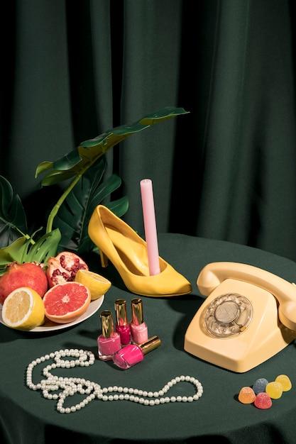 Arrangement Luxueux De Mode Sur La Table Photo gratuit