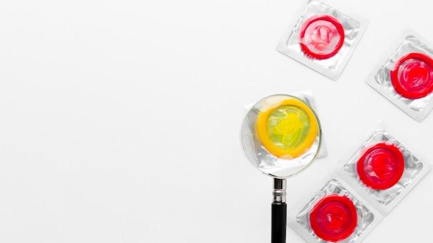 Arrangement De Méthode De Contraception Sur Fond Blanc Avec Espace De Copie Photo gratuit