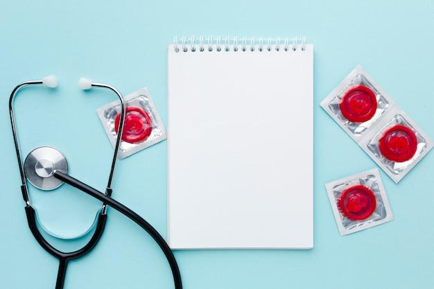 Arrangement De Méthode De Contraception Sur Fond Bleu Photo gratuit