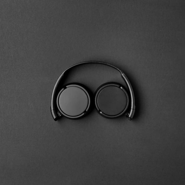 Arrangement De Musique Avec Un Casque Noir Photo gratuit