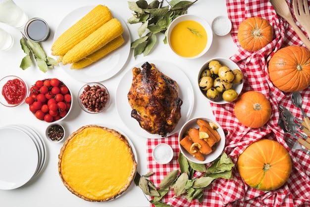 Arrangement De Nourriture Délicieuse à Plat Photo gratuit
