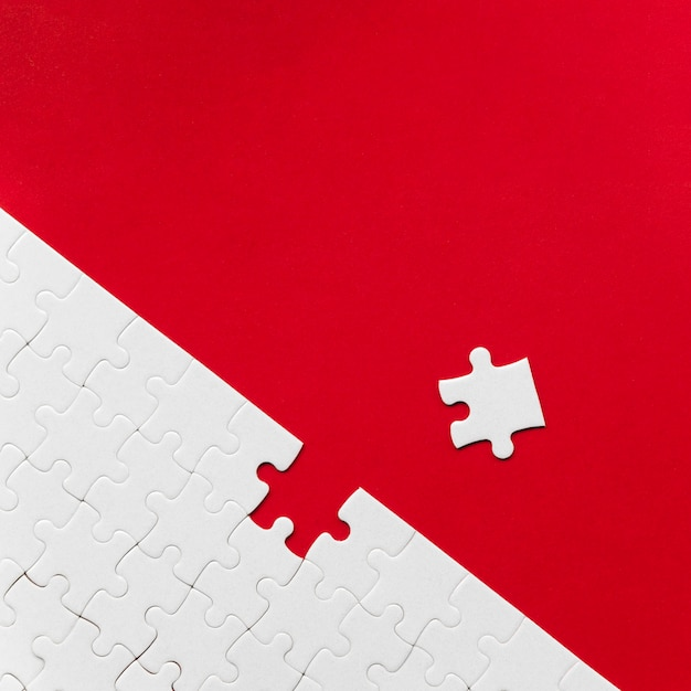 Arrangement De Pièces De Puzzle Blanches Pour Le Concept D'individualité Photo Premium