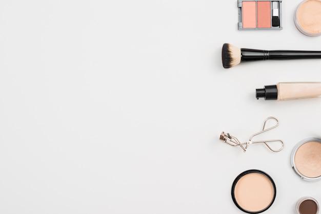 Arrangement pour les soins de maquillage Photo gratuit