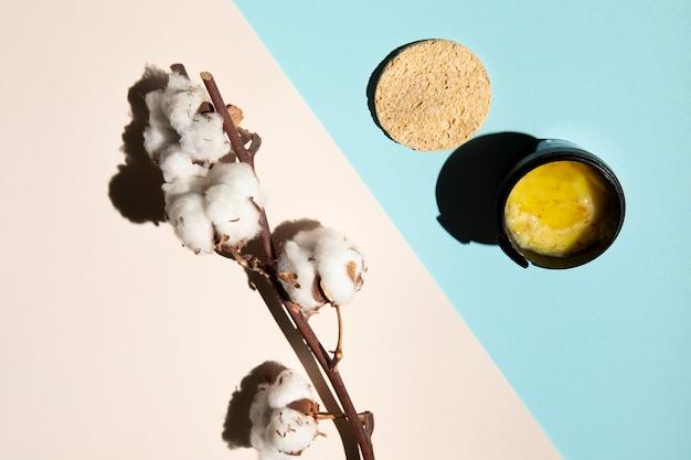 Arrangement de produits cosmétiques à plat Photo gratuit
