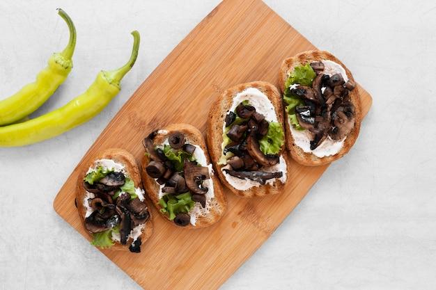 Arrangement De Sandwichs Frais à Plat Sur Fond Blanc Photo gratuit