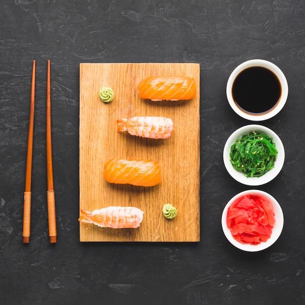 Arrangement Sushi Vue De Dessus Photo gratuit