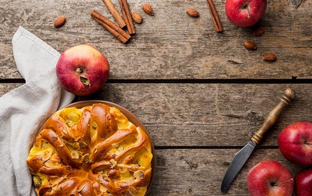 Arrangement De Tarte Et De Pommes Avec Vue De Dessus De L'arrière-plan De L'espace De Copie Photo gratuit