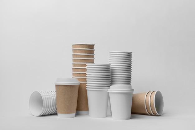 Arrangement Avec Tasses à Café Photo gratuit