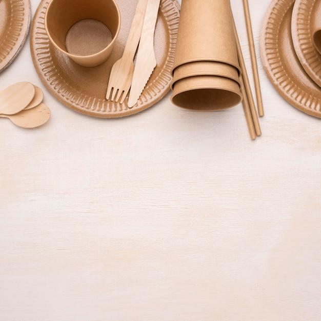 Arrangement De Vaisselle En Papier Jetable écologique Photo gratuit