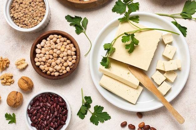 Arrangement de vue de dessus avec des graines et du fromage Photo gratuit