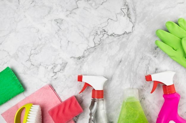 Arrangement de vue de dessus avec des produits pour le nettoyage Photo gratuit