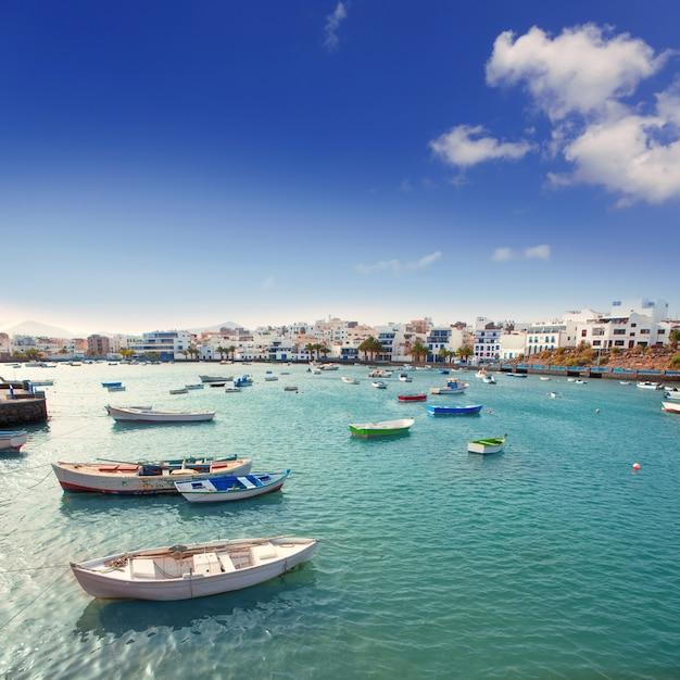 Arrecife à lanzarote bateaux charco de san gines Photo Premium