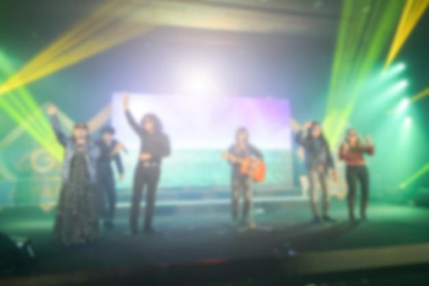 Arrière-plan flou du concert de l'événement ou de la cérémonie de remise des prix avec éclairage dans la salle de conférence Photo Premium