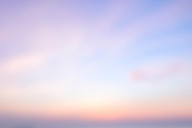 Arrière-plan flou de lever de soleil, lumière du matin Photo Premium