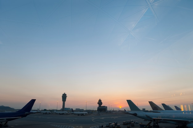 Arrivée aviation tourisme scène d'aéroport aviation Photo gratuit