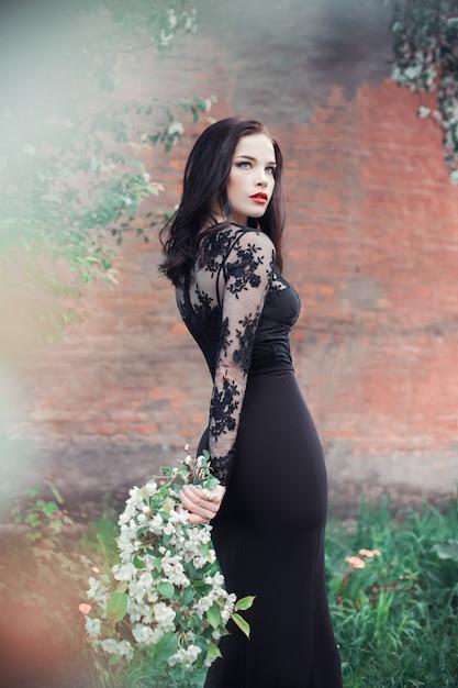 Art de la mode femme en été floraison pommier Photo Premium