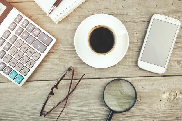 Articles D'affaires Et Tasse De Café Photo Premium