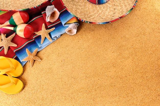 Articles mexicains sur la plage Photo gratuit