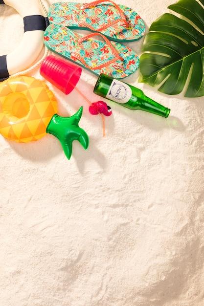 Articles de vacances d'été exotiques sur la plage Photo gratuit