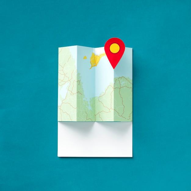 Artisanat en papier d'une carte avec un pointeur Photo Premium