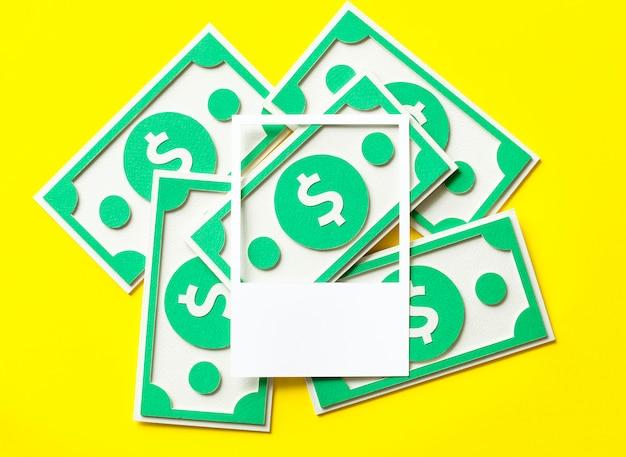 Artisanat en papier en dollars américains Photo gratuit