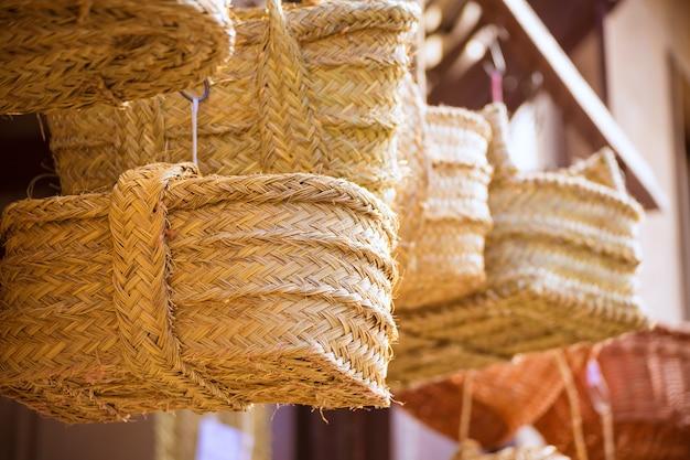 Artisanat traditionnel de sparte de valence près du mercado central Photo Premium
