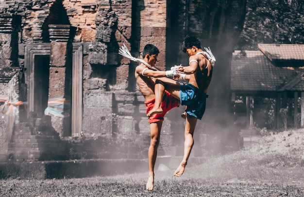Arts martiaux de muay thai, boxe thai, muay thai Photo Premium