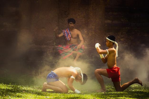 Arts martiaux de muay thai, boxe thaïlandaise, Photo Premium