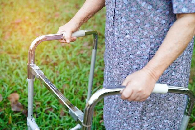 Asiatique, dame âgée, âgée, vieille femme Photo Premium