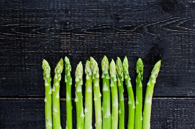 Asperges organiques vertes. Photo Premium