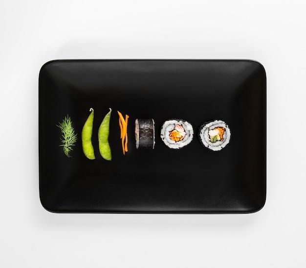 Assiette Aux Makis Et Haricots Edamame Photo gratuit