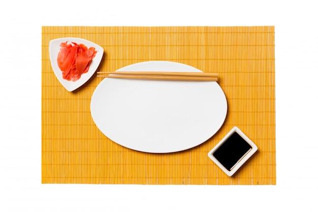 Assiette Blanche Ovale Vide Avec Des Baguettes Pour Sushi Et Sauce Soja Photo Premium