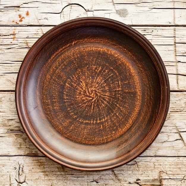 Assiette en céramique marron vide Photo Premium