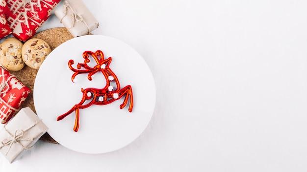 Assiette, cerf rouge, table Photo gratuit