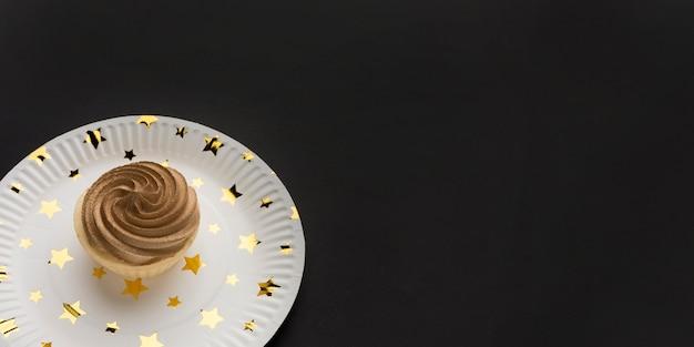 Assiette Avec Gâteau Photo gratuit