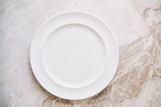 Assiette ou plat blanc vide Photo gratuit
