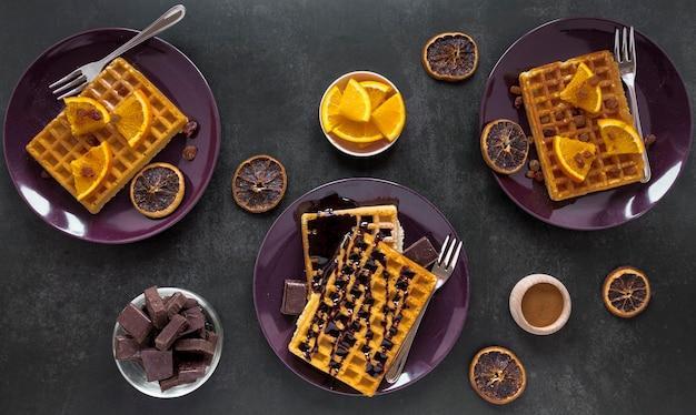 Assiette Plate Avec Des Gaufres Et Du Chocolat Photo gratuit