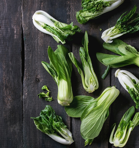 Assortiment de bok choy cru Photo Premium