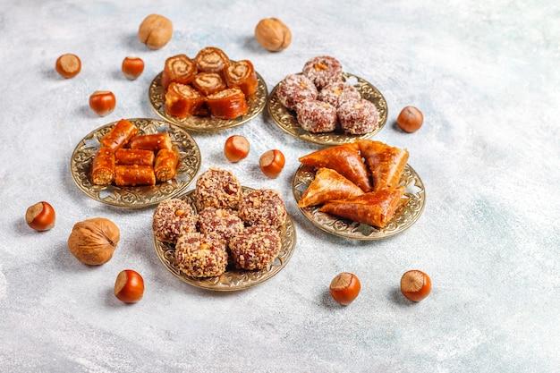 Assortiment De Délices Turcs Traditionnels Aux Noix Photo gratuit