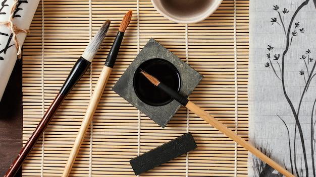 Assortiment D'éléments D'encre Chinoise Vue De Dessus Photo gratuit