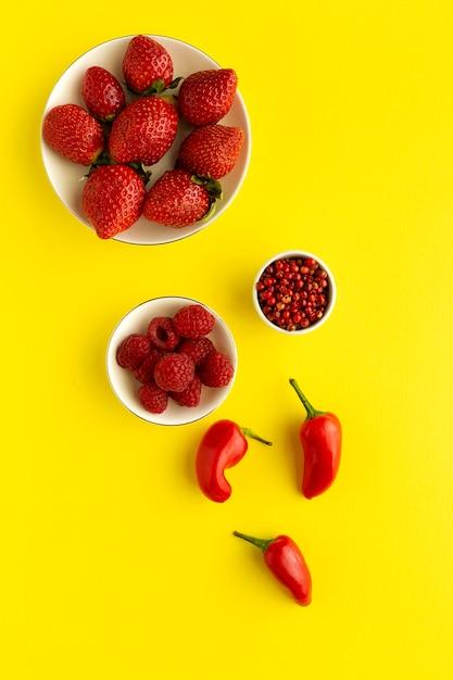 Assortiment De Fruits Et Légumes Rouges Photo Premium