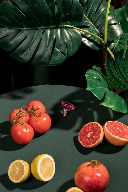 Assortiment de fruits sur la table Photo gratuit