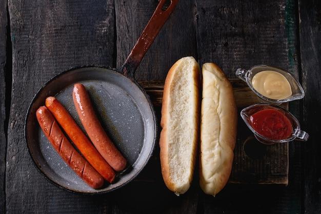 Assortiment de hot dogs maison Photo Premium