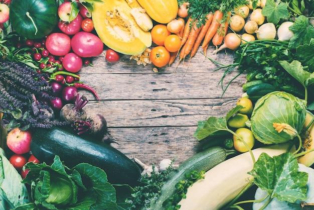 Assortiment marché aux légumes biologiques frais Photo Premium