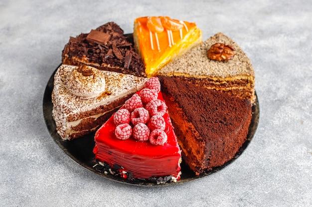 Assortiment De Morceaux De Gâteau. Photo gratuit