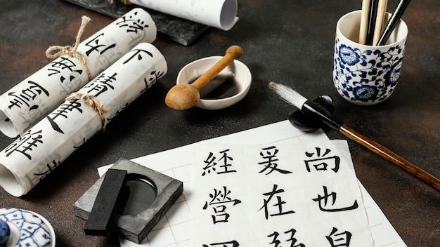 Assortiment D'objets à Encre De Chine à Angle élevé Photo gratuit