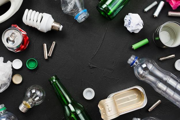 Assortiment d'ordures à réutiliser Photo gratuit