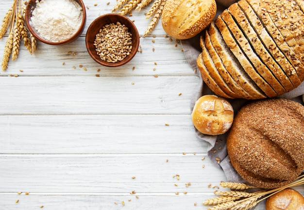 Assortiment de pain cuit Photo Premium