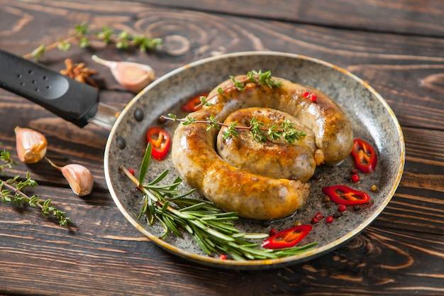 Un Assortiment De Saucisses Sèches. Photo Premium